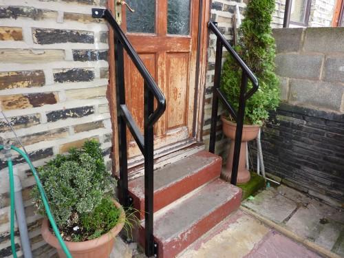 Door step handrail