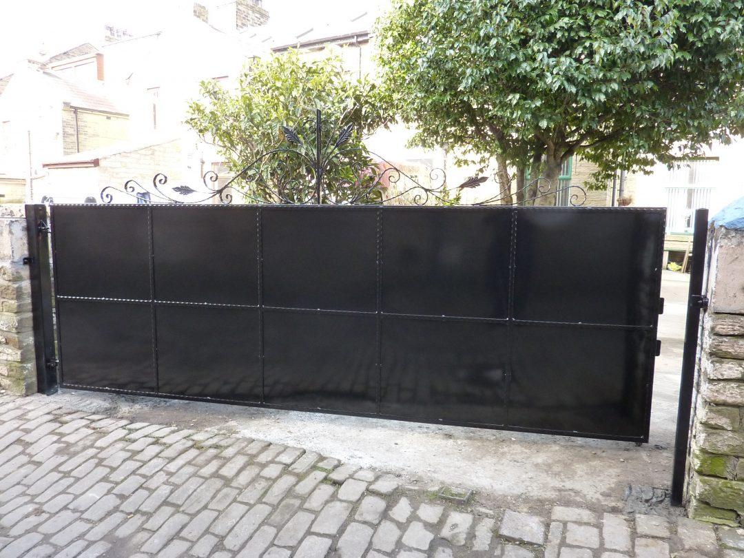 Large Single Gate