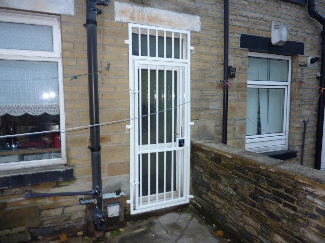 Door Grille & Wall Railing In BD4